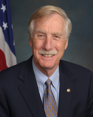 U.S. Sen. Angus King (I-ME) official portrait 113th Congress. By United States Senate - http://bioguide.congress.gov/bioguide/photo/K/K000383.jpg, Public Domain, https://commons.wikimedia.org/w/index.php?curid=24564983