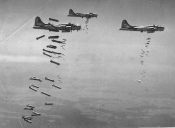303rd Bomb Group B-17s in Action. 303rdbg.com/pp-bombsaway.html